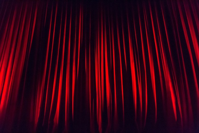 stage-curtain-660078_1280
