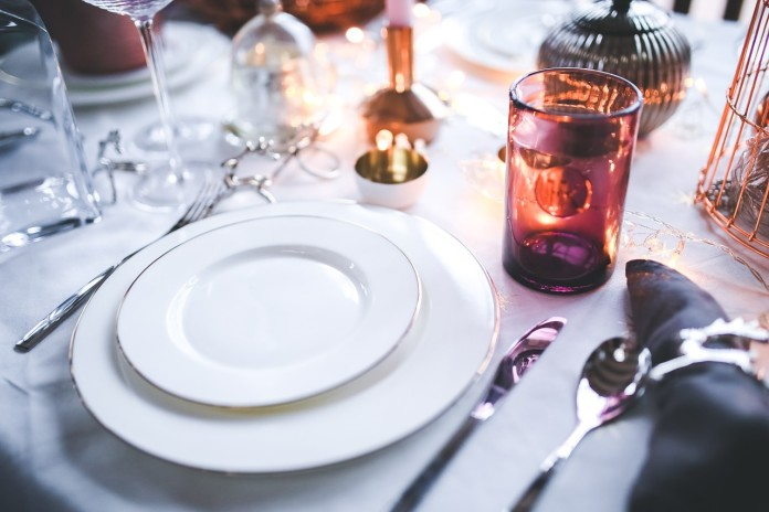 Tassen und Teller mit Kindern bemalen und gestalten