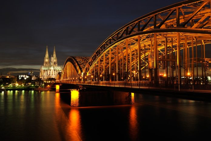 cologne-dom-night-architecture-161849