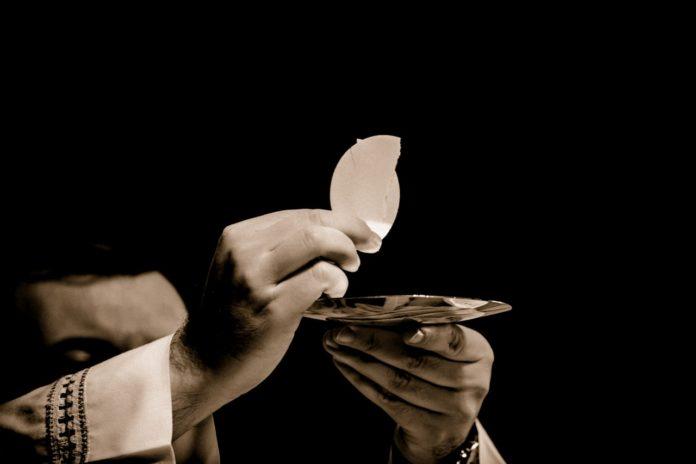 eucharist-body-of-christ-church-mass-161081