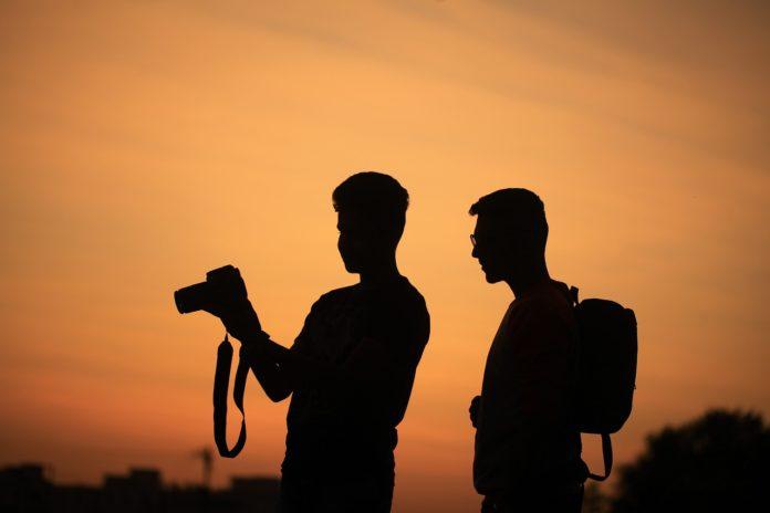 Medienkompetenz durch ein eigenes Projekt in der Gruppenstunde entwickeln: 10 Schritte zum selbst erstellten Film