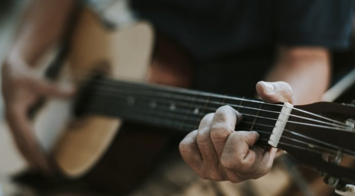 Musik und Lieder am Lagerfeuer