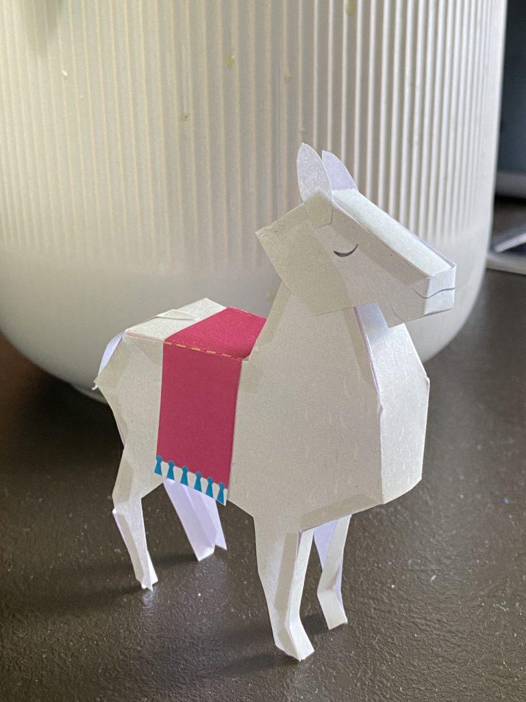 Bastelbogen: Ein Alpaka aus Papier